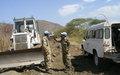 Pakistanis repair road for IDP convoy